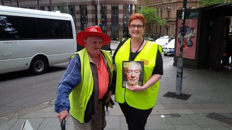 Senator Marise Payne and-Sydney vendor Bill sell The Big Issue in 2015