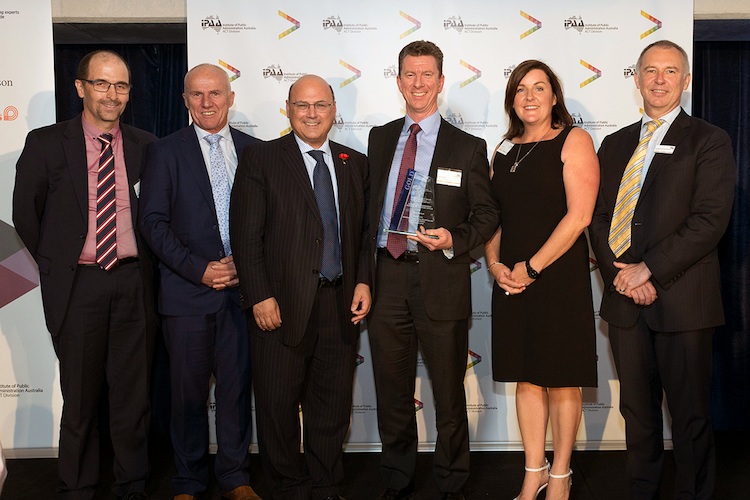 The ATO SuperStream team receive the Gold Award from Cabinet Secretary Arthur Sinodinos. (Image: RLDI).