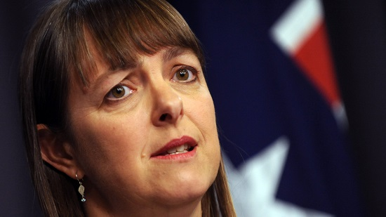 Be responsive and don't be rude: Nicola Roxon's advice to public servants