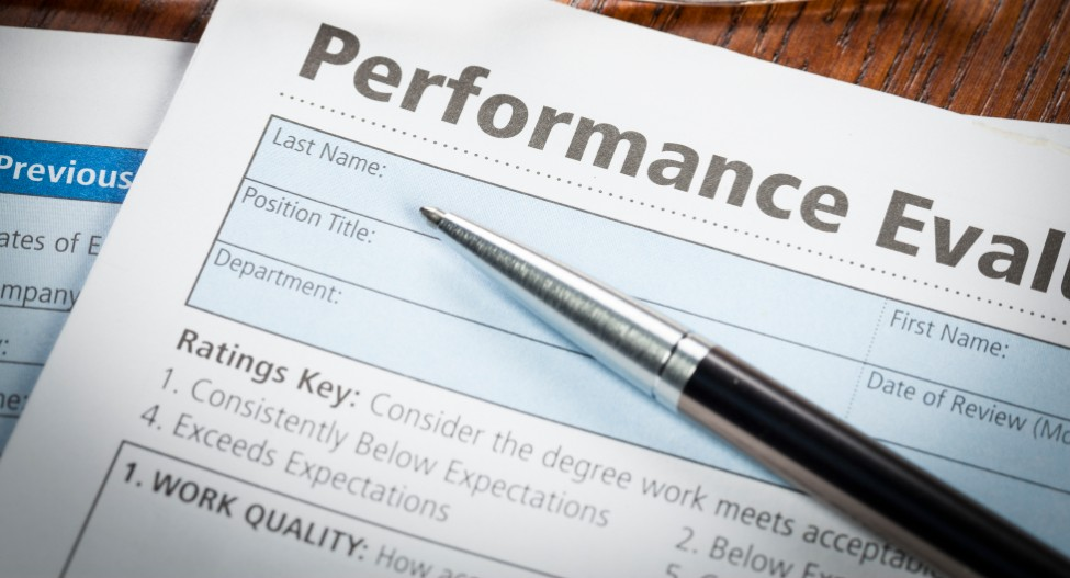 Performance pay doesn't work in the APS, according to a former secretary