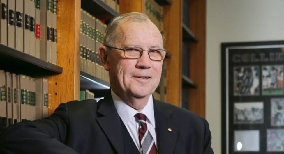 Aged care royal commission members pay tribute to former chair Justice Richard Tracey