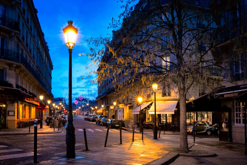 Identifying the 'Paris-End' of town