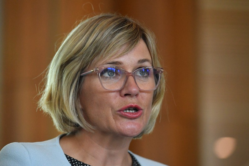 Zali Steggall to introduce bill that makes sexual harassment illegal 'in all circumstances'