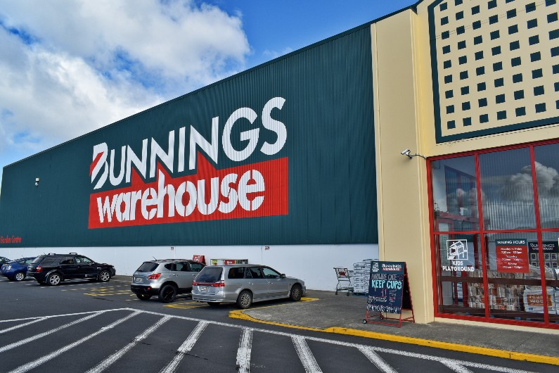 CFMEU calls for Victorian government to step in as Bunnings timber ban leaves workers out on a limb