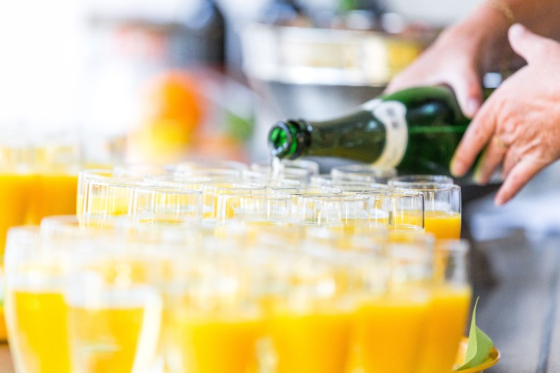juicy-bits-orange-juice-champagne