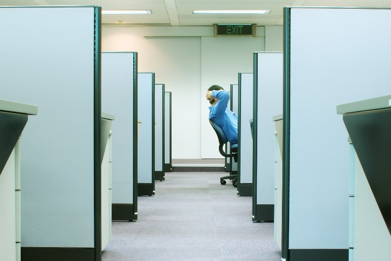Workers' mental health vulnerable to bad management, study finds