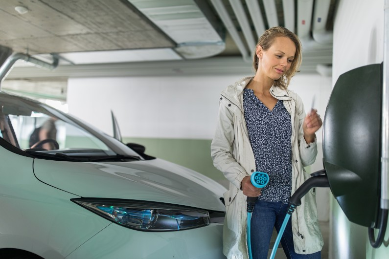 Governments playing part in rising electric and hybrid car sales, analysis shows
