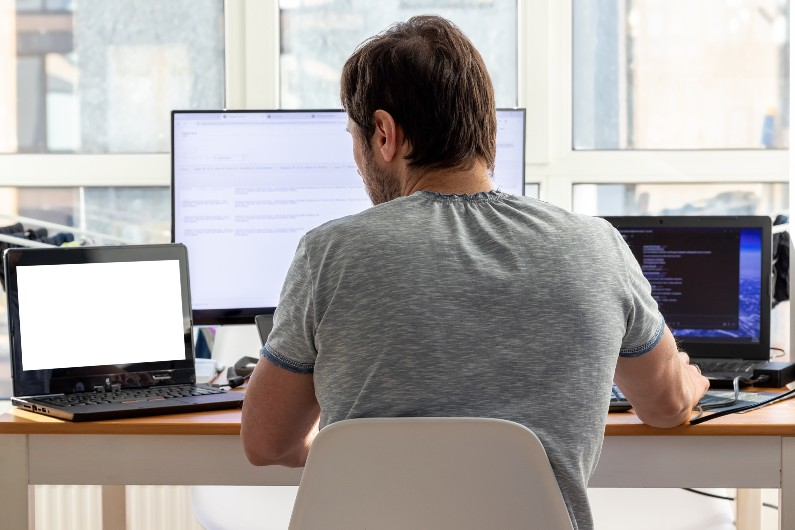 Employers urged to consider employee wellbeing as WFH exacerbates back pain