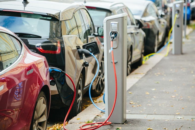 Proposal to encourage electric vehicle transition by 2035